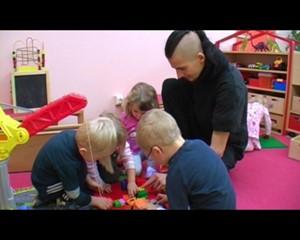 Altenburg.TV: Erzieher im Kindergarten