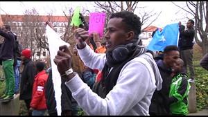 Somali demonstrieren vor dem Landtag