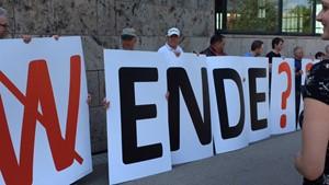 Protestaktion gegen den aktuellen EEG-Entwurf vor dem Landtag