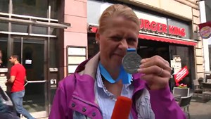 Anja läuft beim Rennsteiglauf auf Platz 127 bei 17095 Teilnehmern