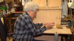 Der Holzschnitzer Horst Handschumacher aus Bad Sulza