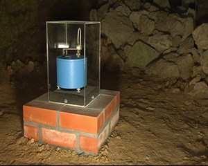 Seismische Messstation in der Parkhöhle