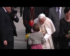 Der Papst landet auf dem Erfurter Flughafen
