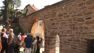 Ostthüringen.TV: Das zerstörte Rote Tor wurde als Wahrzeichen wieder aufgebaut