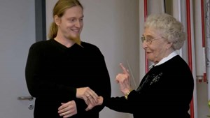 Zeitzeugengespräch mit Erika Schirmer in Mellinger Gymnasium