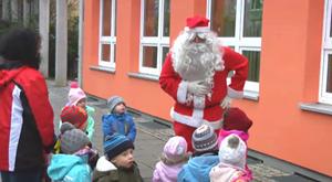 Der Weihnachtsmann im Mehrgenerationenhaus