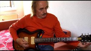 Der Blues-Sänger und- Gitarrist Jürgen Kerth